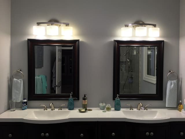 Sinks in master bathroom