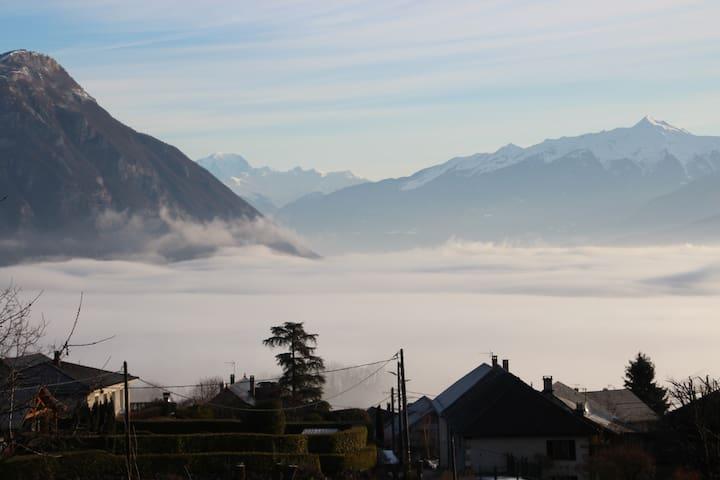 l'apaloi ****, vue  Mont Blanc, terrasse, vignoble