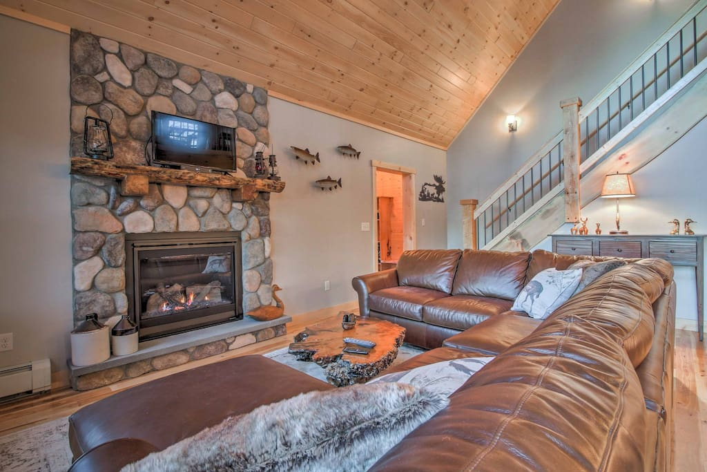 Relax by the gas fireplace after skiing at Sunday River Resort 15 minutes away!