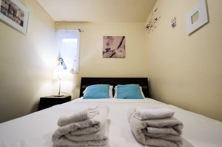 Lovely bedroom midtown Toronto 5 mins to subway - Toronto - Lakás