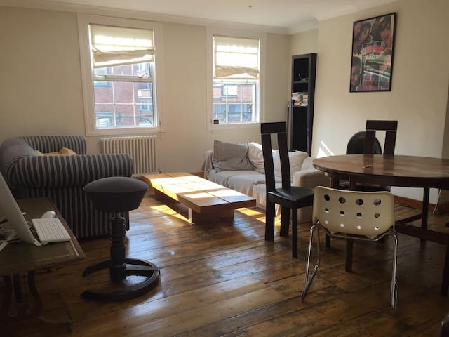 Basement double room in a Hoxton townhouse