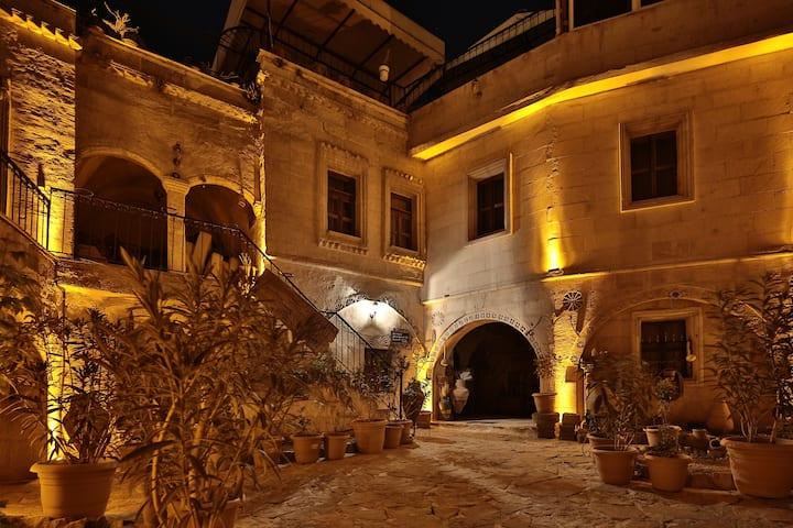 1-Caravanserai Cave Hotel(GOREME-CAPPADOCIA)