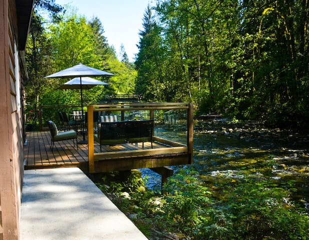Spectacular River Side Cabin - Maple Ridge