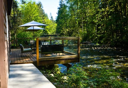 Spectacular River Side Cabin - Maple Ridge - Huis