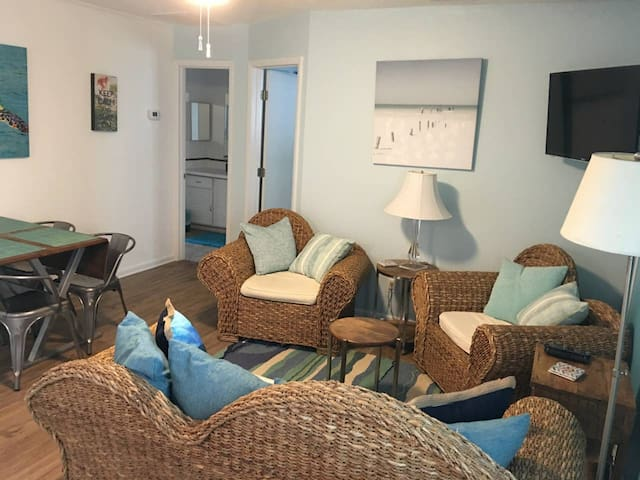 Fannies #5A 2-bedroom, 100 yards from beach!