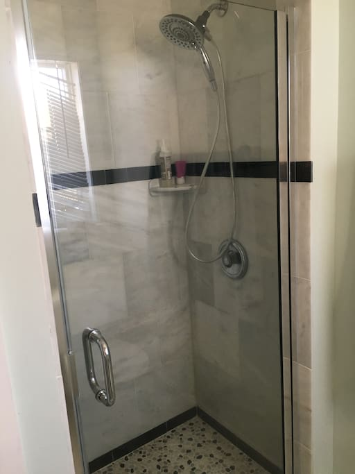 Great shower en suite