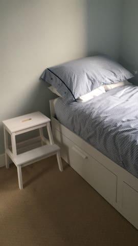 Single room in friendly Tyneside homestay