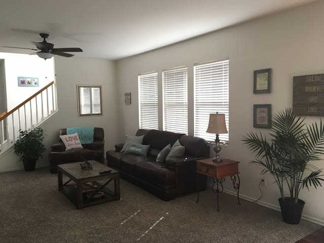 Family vacation home with great beach and harbor access