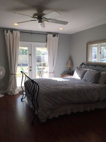 Beautiful mother in law suite w/ private entrance