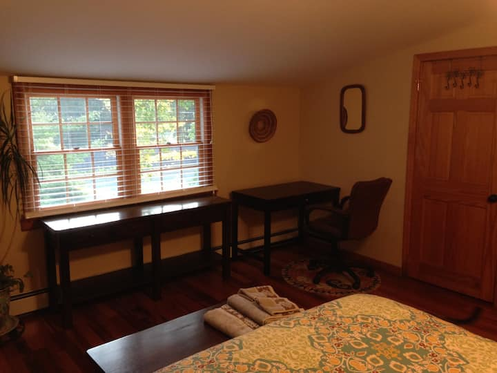 Large room, quiet central location