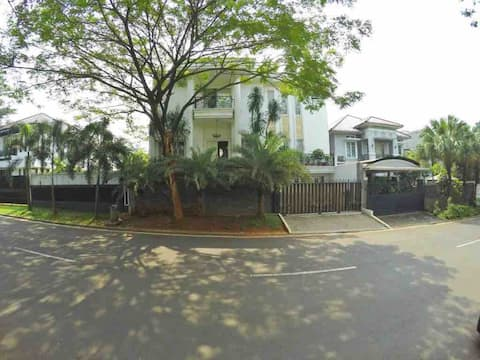 Great House for Stay @ Cibubur