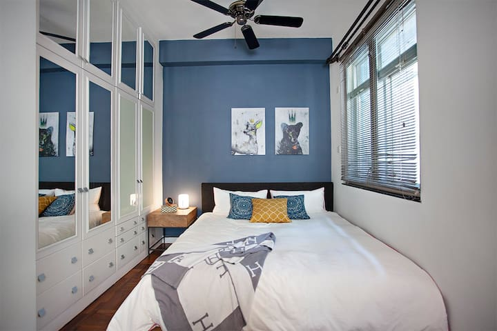 Perfect Couples Retreat - lux. 1,100 sqf apartment