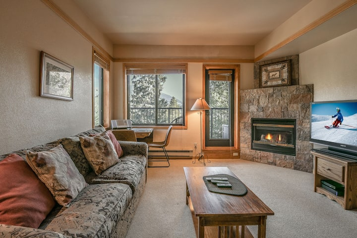 Studio condo steps away from the ski slopes! Slopeside 2773