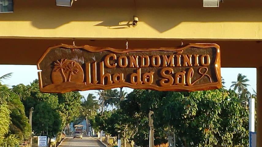 Placa indicativa do condomínio.