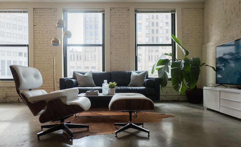 Designer Loft in Center of Downtown - St. Louis - Loteng Studio