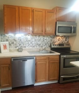 1br Near Downtown Lincoln, UNL, Haymarket &Stadium