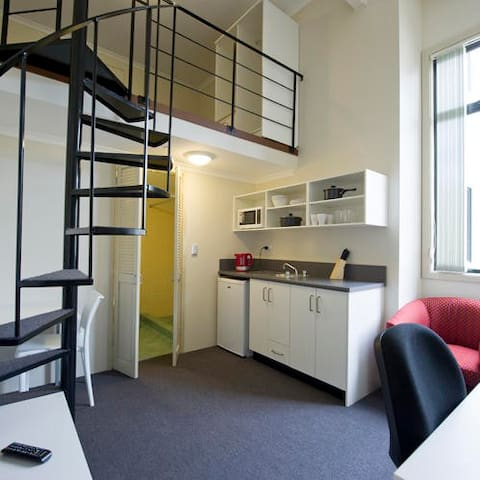 Unilodge on Broadway - Single Premium Loft