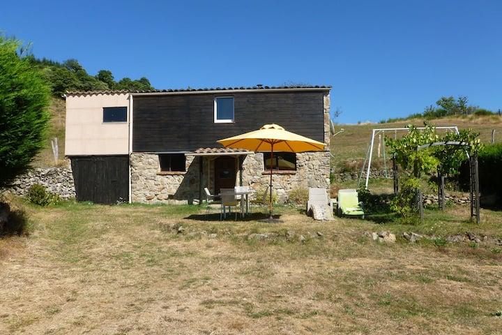 Gemütliches Ferienhaus in Accons mit nahegelegener Wiese