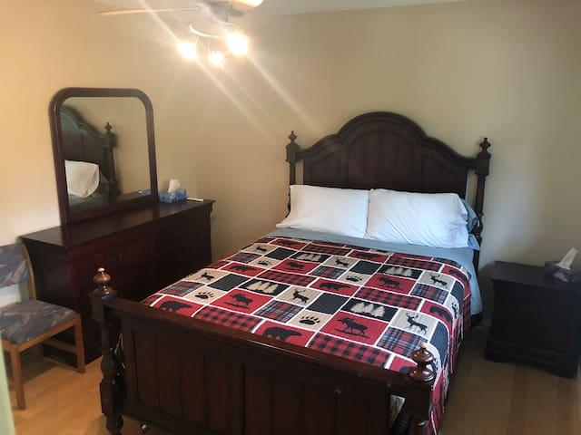 Main bedroom has en-suite