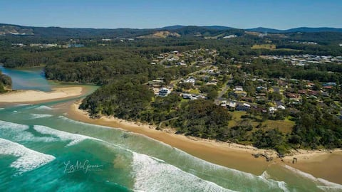 Secluded ,absolute beachfront ,private studio,