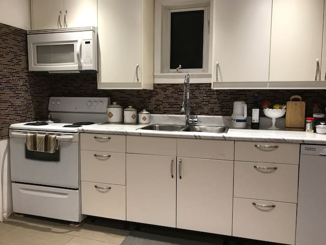 Home with 3 bedroom near downtown Toronto