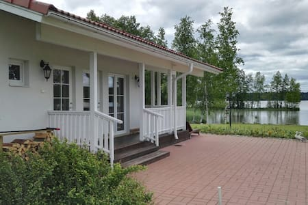 Wonderful cottage with sauna by the lake
