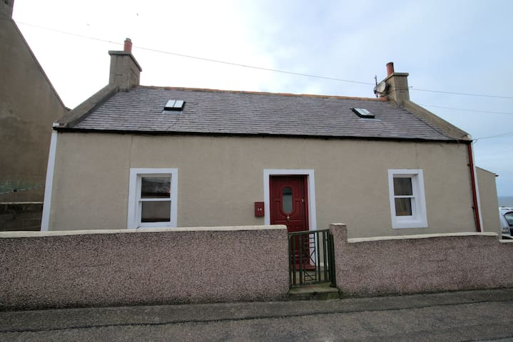 Cosy cottage overlooking the harbour and magnificent view of the Moray coast
