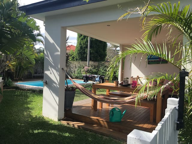Family home with coastal feel. MANLY! - North Manly - Huis
