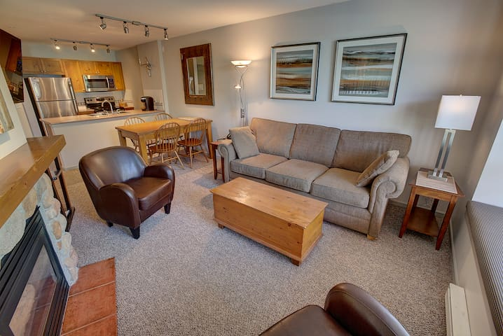 STUNNING 1BR Apt at the Heart of Whistler Village