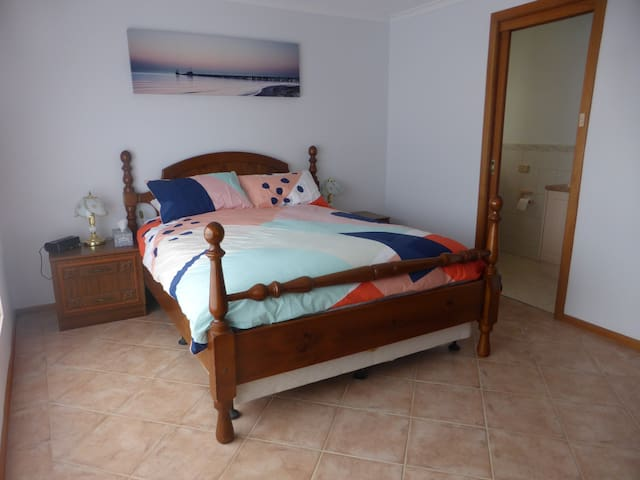 Master bedroom with Queen bed and ensuite