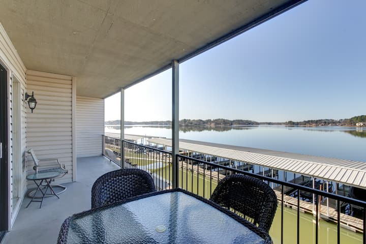 The Landing 7A Condo with Lake Hamilton views!