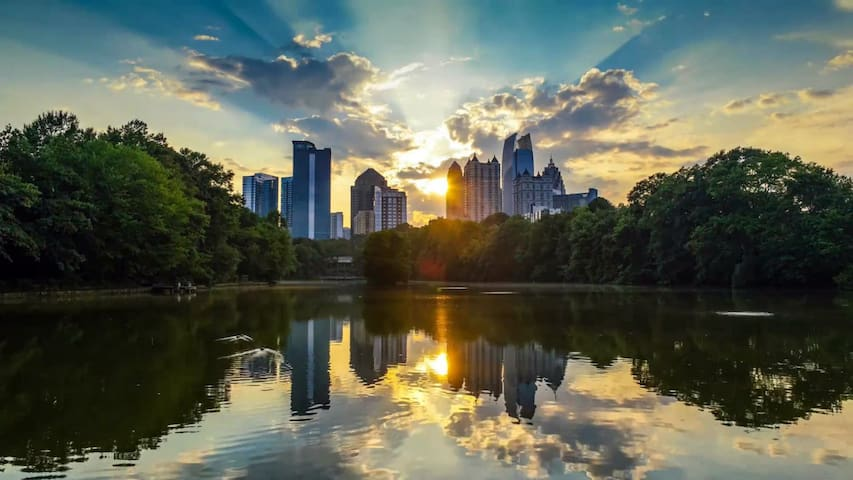 A quick 10-minute bike or scooter ride to gorgeous Piedmont Park