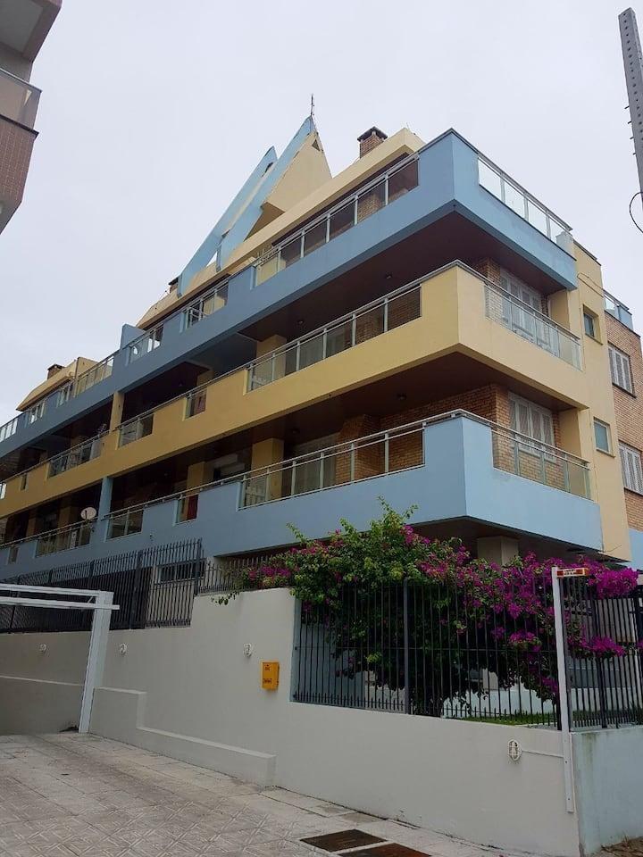 Apartamento 2 dormitórios  a 100 mts da praia