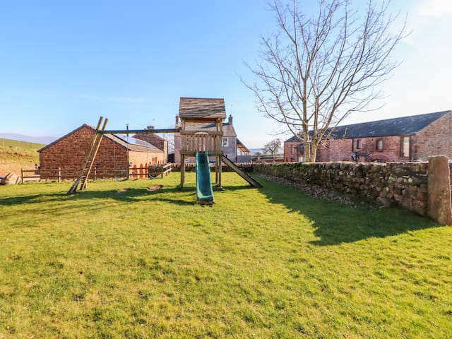 MARDALE, family friendly, with a garden in Penrith, Ref 972528