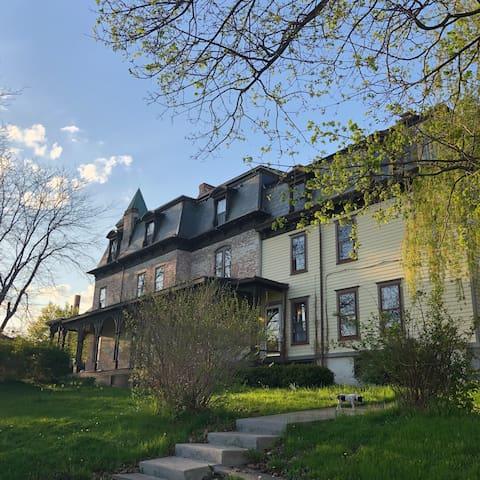 Elizabeth Cady Stanton Seneca Falls Mansion Suite