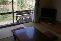 ground floor Guest room 1階客室南側は全面窓で開放的です。