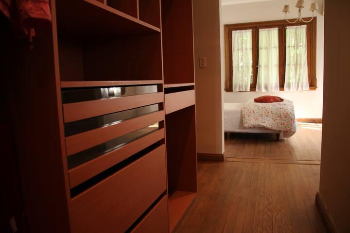 """""""P&Y"""", Suite con vestidor y baño privado"""