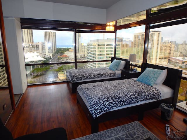 Close to Waikiki and Ala Moana! 2twinbed 1sofa bed - Honolulu - Condominium