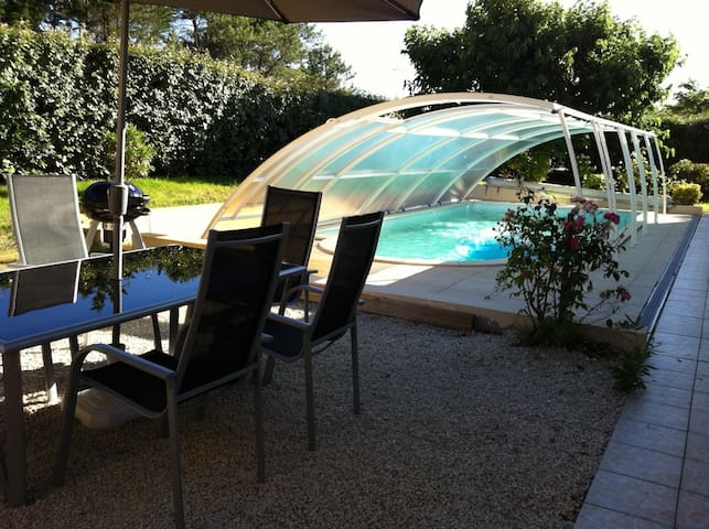 Maison avec piscine couverte pour 8 personnes - Mimizan - Huis