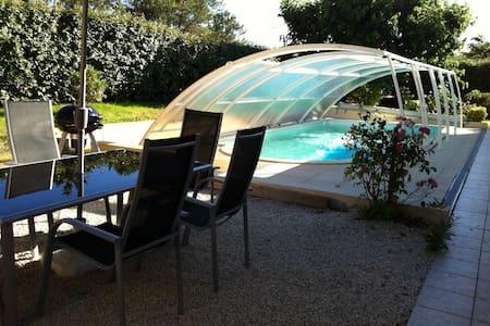 Maison avec piscine couverte pour 8 personnes - Mimizan - Casa