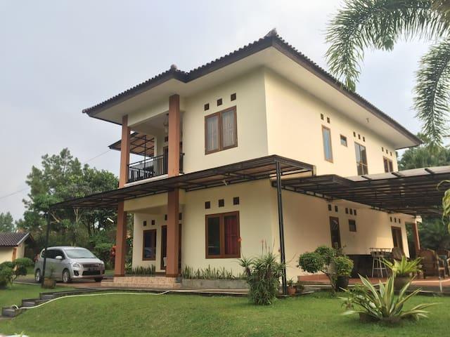 Villa Indira, Cidokom, Cisarua