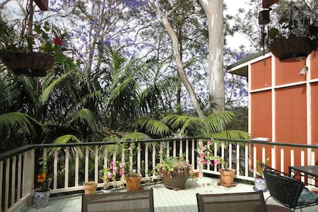 7 minutes walk to the bus station; rainforest gdn. - Tarragindi