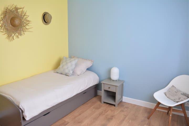 Chambre équipée avec 1 ou 2 lits simples