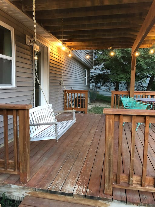 Listen to the cicadas while swinging on the private porch (only for the rental).