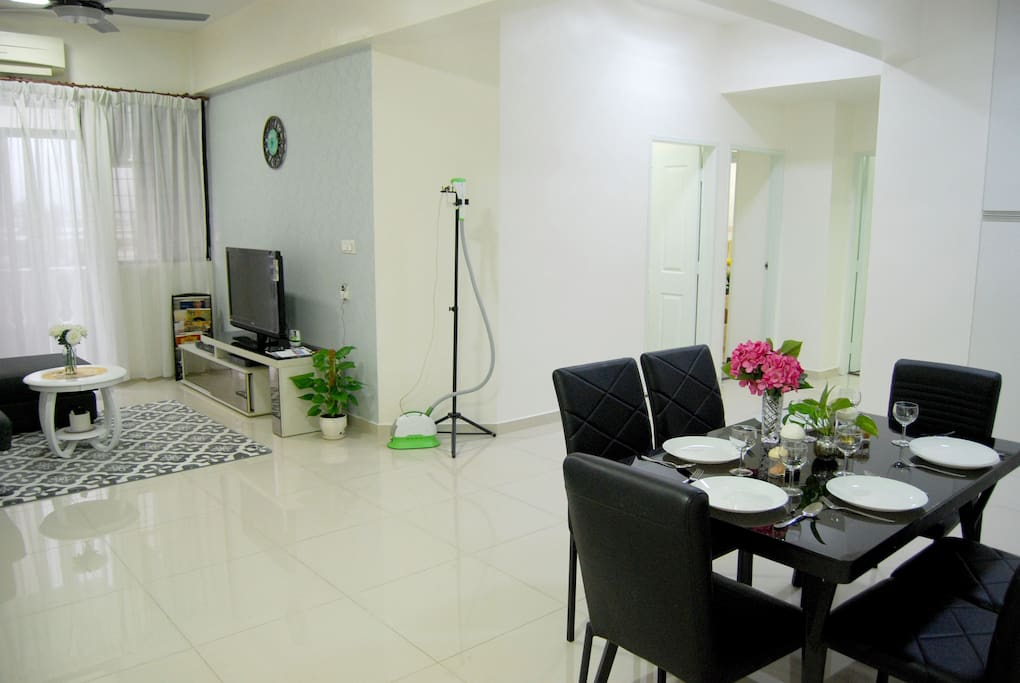 The spacious, clean and bright atmosphere will definitely make you feel at home. Safe and comfortable.