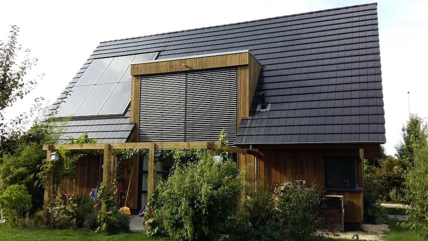Heerlijk houten landhuis met grote tuin - Noordhorn - Haus