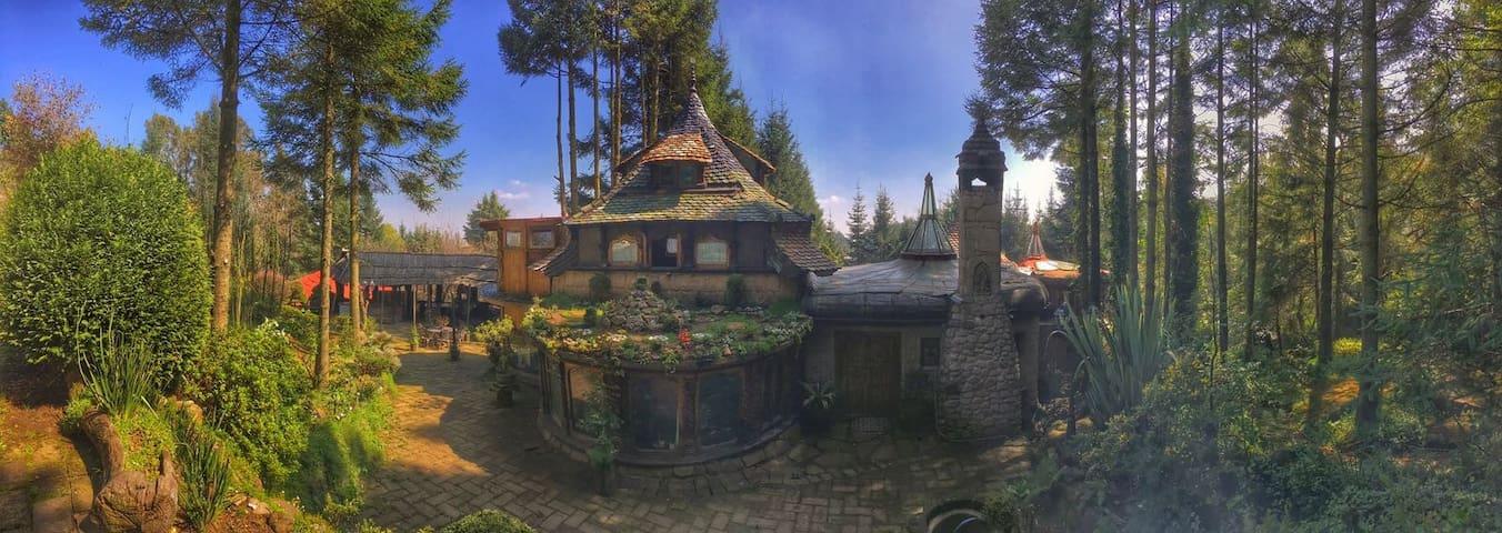 ¡Fantástica y Mágica mansión en medio del Bosque!