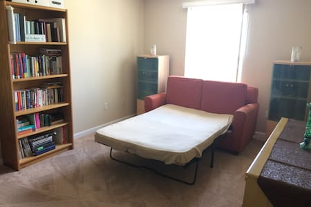 Cozy BR in condo near Detroit Metro Airport! - Társasház