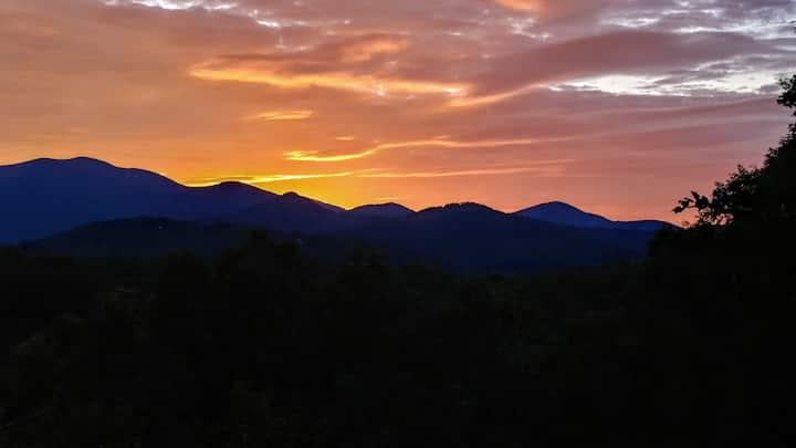 Misty Mountain Inn's Big Sky View