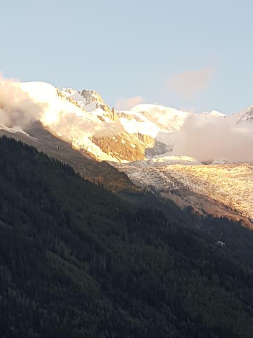 Le Mont Blanc, vue du balcon
